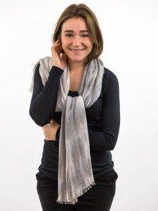 KUNI: Schal aus einem Wollmix mit Batik-Optik